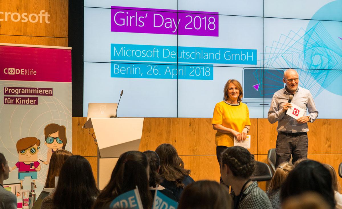 Astrid Aupperle (Microsoft) und Thomas Schmidt (Helliwood) mit Code Your Life auf dem GirlsDay 2018